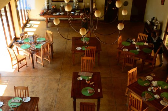 Elephant Plains Game Lodge : Indoor Dining Area