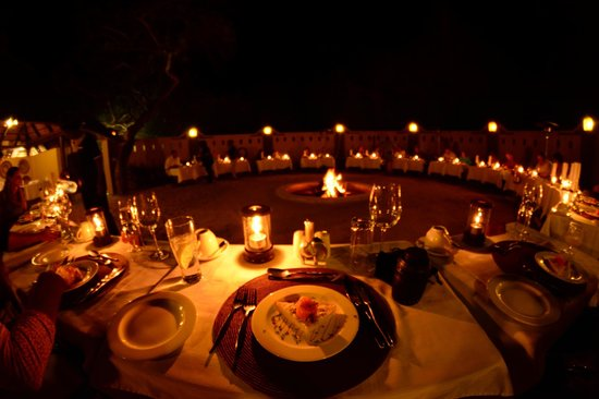 Elephant Plains Game Lodge: Dinner Time Around the Fire