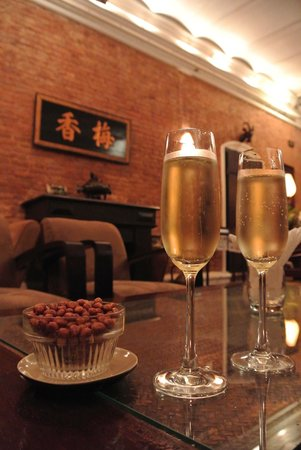 Temple Club: Champagne anyone?