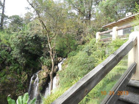 Mision Grand Valle de Bravo: cascada  del hotel