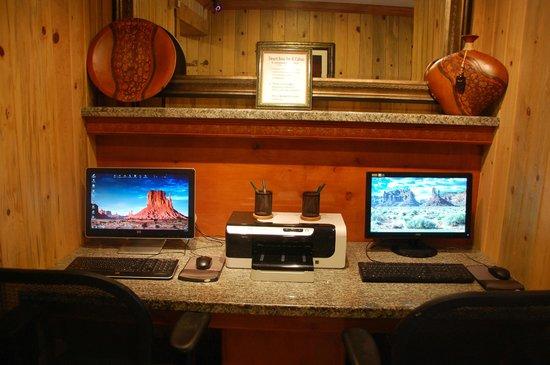 Desert Rose Inn & Cabins : Business Center