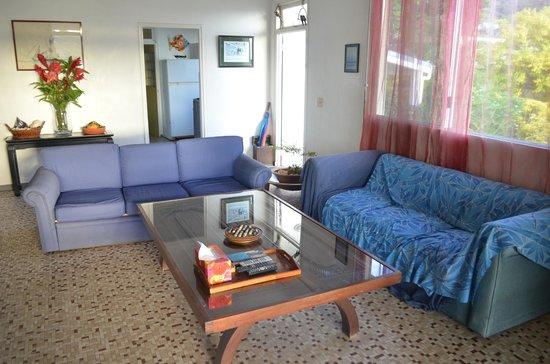 La Maison Bleue : Comfortable living room