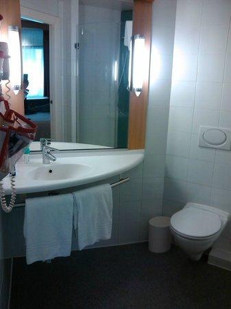 Ibis Madrid Centro: Banheiro - bom