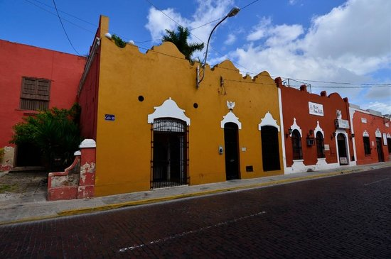 Luz En Yucatan: lodge seen from across Calle 55