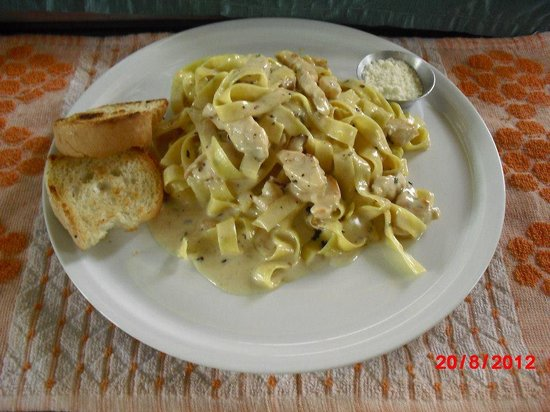 Julian's Cafe & Restaurant: Pasta Alfredo Chicken