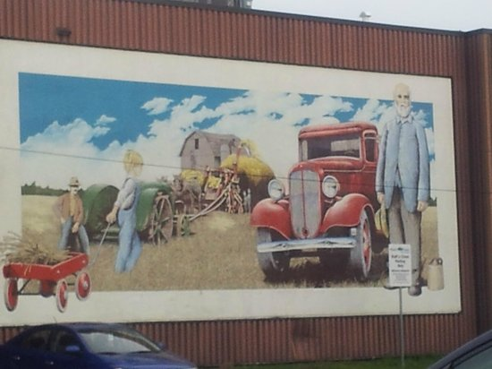 BEST WESTERN Fallsview: Historic Mural in nearby Welland, ON