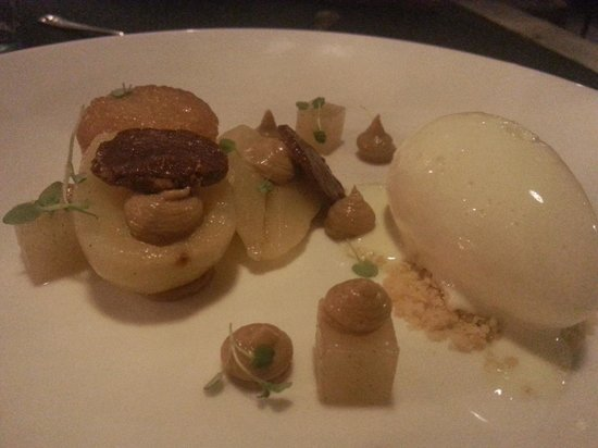 Hit & Mrs : Poached Pear