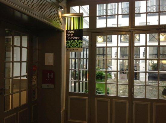 Hotel Design Sorbonne: Hotel courtyard