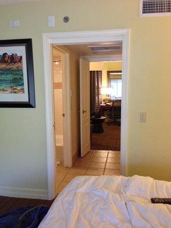 Pointe Hilton Squaw Peak Resort: Looking from the bedroom to the living area