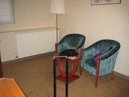 Le Phénix Hotel : sitting area
