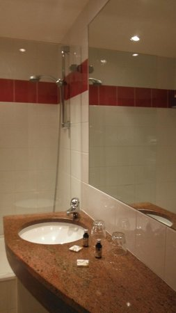 Hotel Concortel: Bathroom