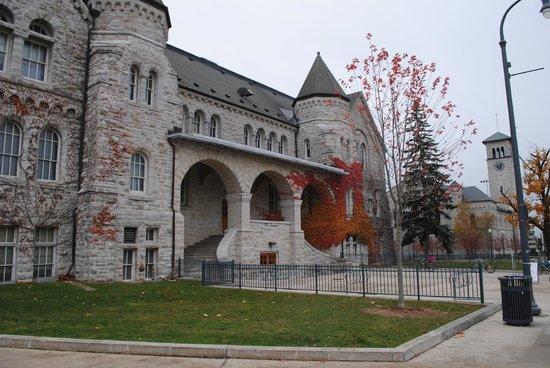 Queens University : Ontario Hall