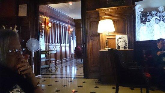 Regina Hotel: Pub