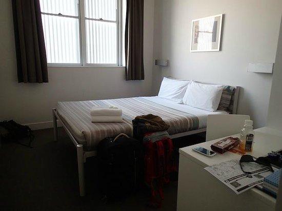 Sydney Harbour YHA: Nuestra habitacion doble con baño