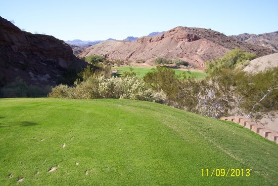 Emerald Canyon Golf Course: Hole # 7 better hit it straight !