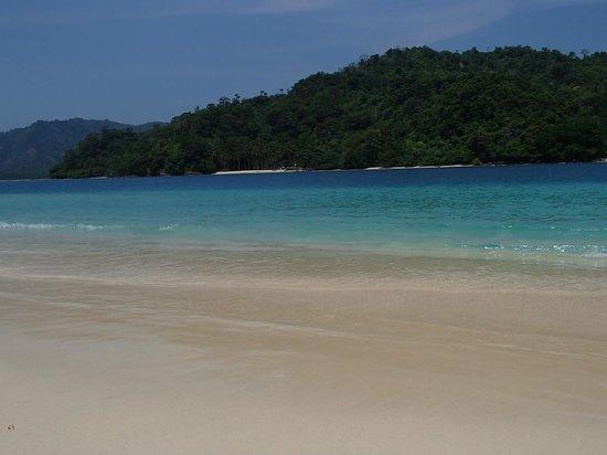 Tanggamus, Indonesia: Kelapa Island with its white sand...beautiful