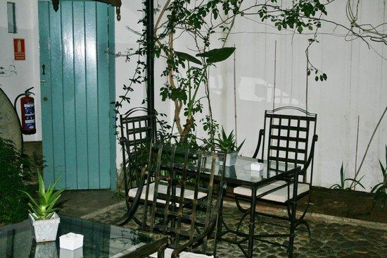 Hospes Las Casas del Rey de Baeza Sevilla: Rincón del patio