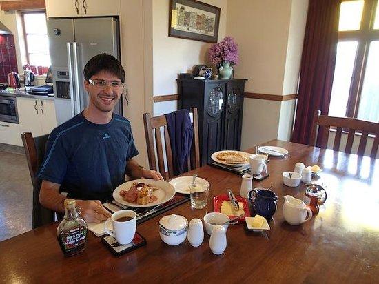 Nikau Lodge : Desayunando