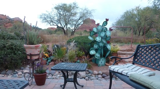 Cozy Cactus Bed and Breakfast: View behind the B&B