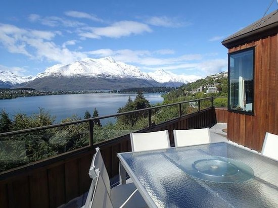 Larch Hill Homestay Bed and Breakfast: Vistas desde la terraza
