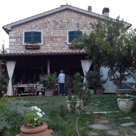 Agriturismo Il Civilesco : Outdoor dining terrace.