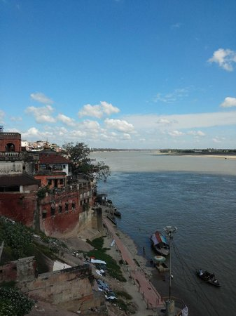 Ganpati Guest House: views of the Ganges River