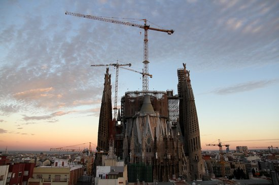 Ayre Hotel Rosellon : Sagrada Familia at sunset