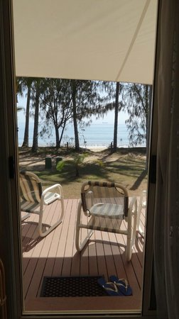 Ellis Beach Oceanfront Bungalows: Front porch view