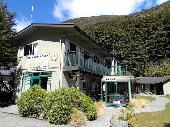 Mountain House YHA: El albergue por fuera
