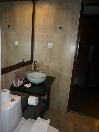 ANGGUN BOUTIQUE HOTEL : bathroom