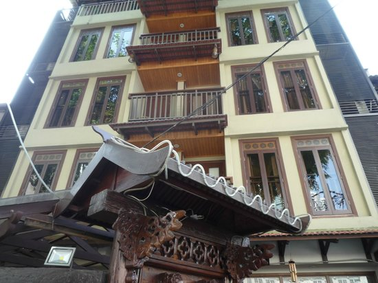 ANGGUN BOUTIQUE HOTEL : Outside Anggun