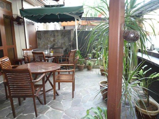 ANGGUN BOUTIQUE HOTEL : Ground floor courtyard