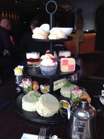 The Met Bar: Brit Rocks & Tea Pots