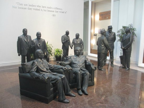 Richard Nixon Presidential Library and Museum : Statues of World Leaders