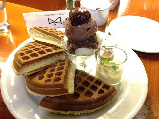Melange Cafe: Chocolate Red Bean and Banana waffle