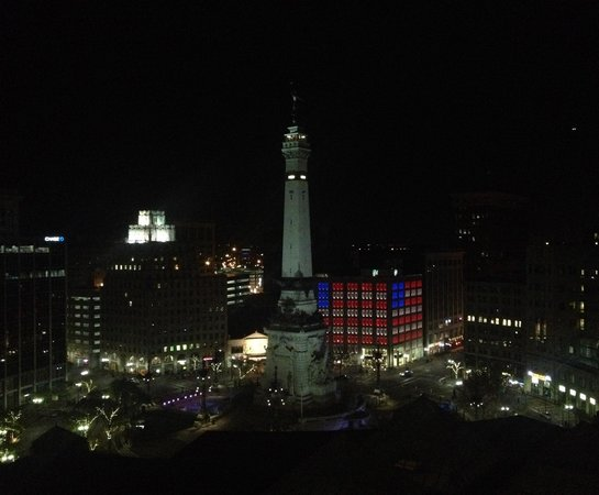 Sheraton Indianapolis City Centre Hotel: View of the Soldiers' and Sailors' monument during our stay.