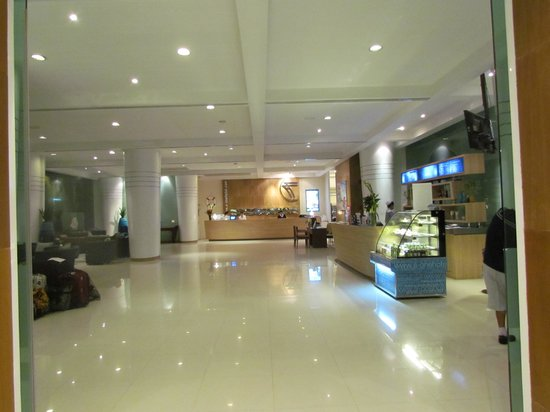 A-One The Royal Cruise Hotel: Lobby