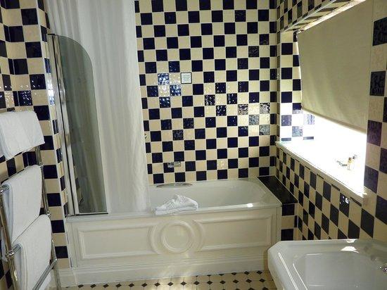 The Shelleys: Bathroom