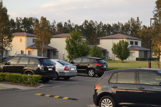 Crowne Plaza Hunter Valley: Houses with parking right outside