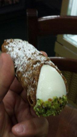 Mizzica: Cannolo con granella di pistacchio