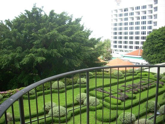 Imperial Pattaya Hotel: Сад.