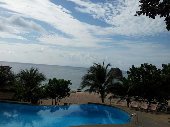 Montalay Beach Resort : Pool view