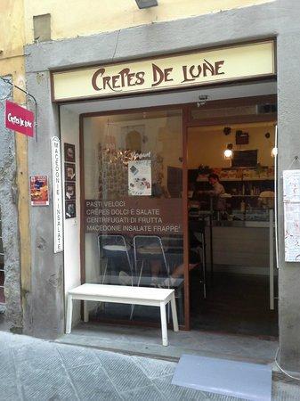Crepes de Lune: Shop front