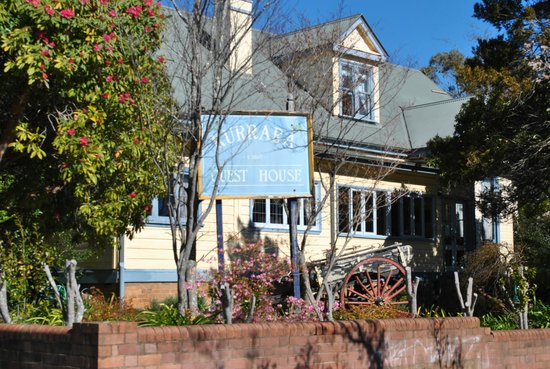 Kurrara Historic Guest House: Kurrara is located on a quiet corner surrounded by mature gardens