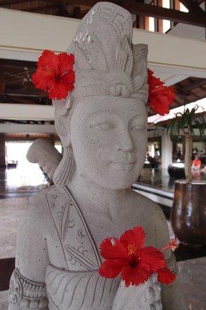 Nusa Dua Beach Hotel & Spa: Hotel lobby area