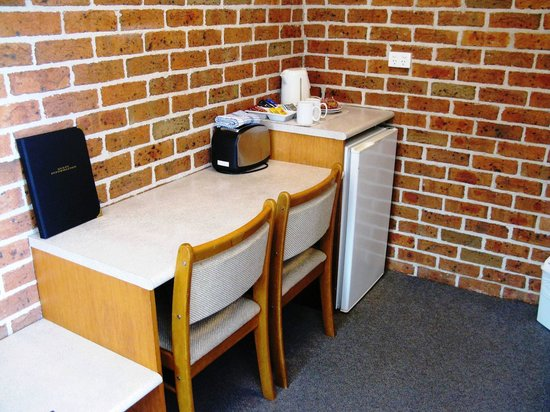 Dolphin Shores Hotel: Dining corner