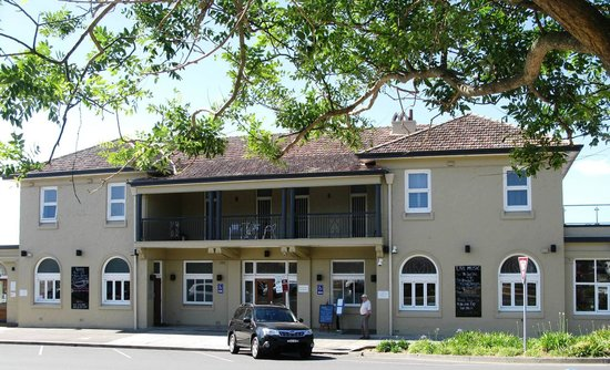 The Huskisson : The Pub