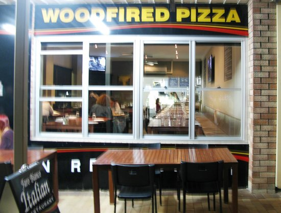 Faro Bianco Wood Fired Pizza Restaurant: Poor photograph of the exterior