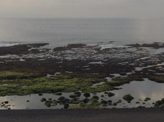 Komune Resort, Keramas Beach Bali: low tide