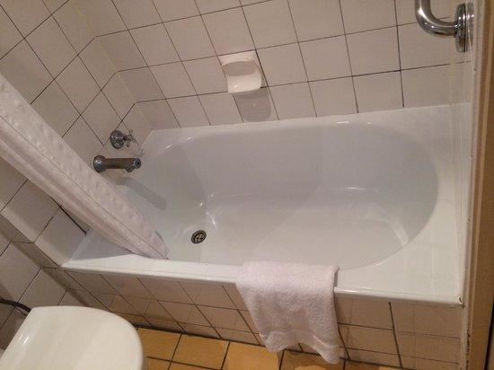Mercure Welcome Melbourne: Bathroom